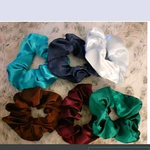 🤩NEW Bundle of 6 small silky scrunchies